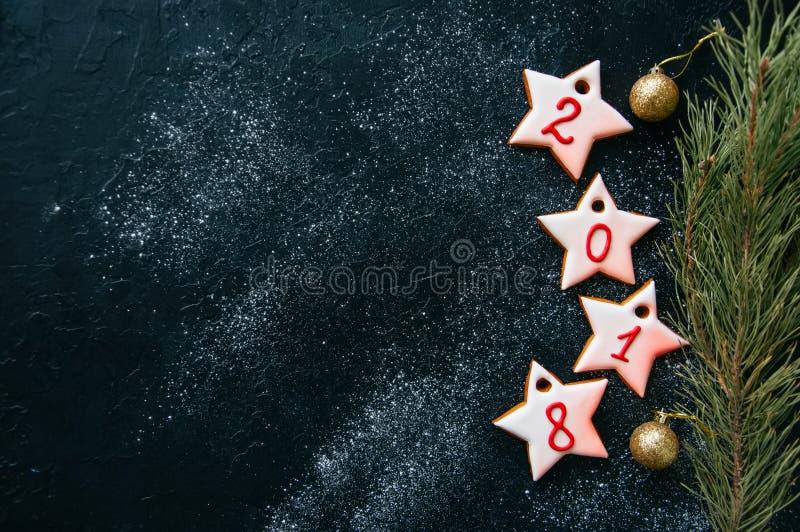Χριστούγεννα ή νέα ανασκόπηση έτους Διαφορετικές μορφές του gingerbrea στοκ εικόνες