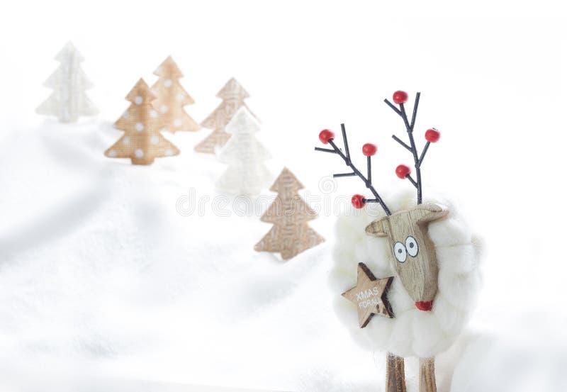 Χριστούγεννα καρτών αστεί& διακοσμήσεις Χριστουγέννων κλάδων κιβωτίων σφαιρών handbell Τάρανδος selfie Διάστημα για το κείμενο στοκ εικόνες