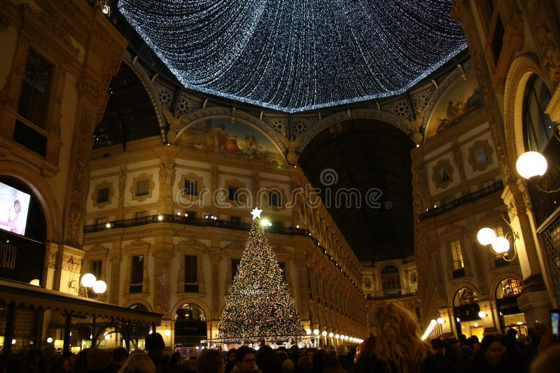 Χριστούγεννα 2018 Μιλάνο Galleria Vittorio Emanuele ΙΙ δέντρο Swarovski στοκ εικόνα