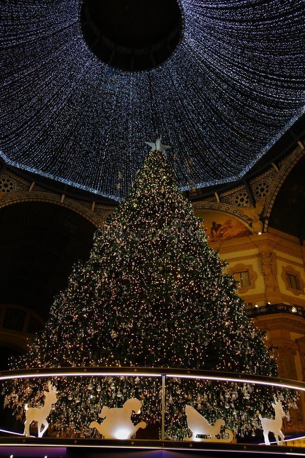 Χριστούγεννα 2018 Μιλάνο Galleria Vittorio Emanuele ΙΙ δέντρο Swarovski στοκ φωτογραφία με δικαίωμα ελεύθερης χρήσης