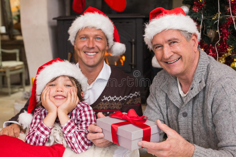 Χριστούγεννα οικογενειακού εορτασμού τριών γενεάς στοκ εικόνα