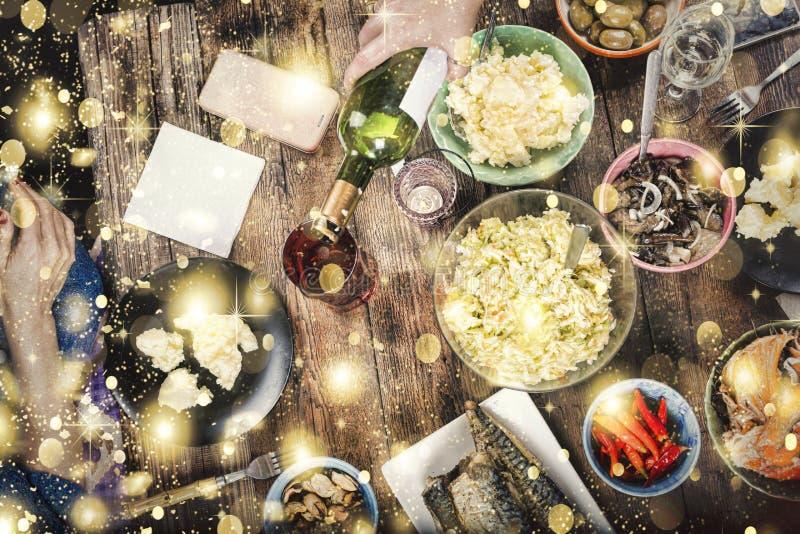 Χριστούγεννα, παραδοσιακό γεύμα, Παραμονή Πρωτοχρονιάς, τοπ άποψη στοκ φωτογραφίες