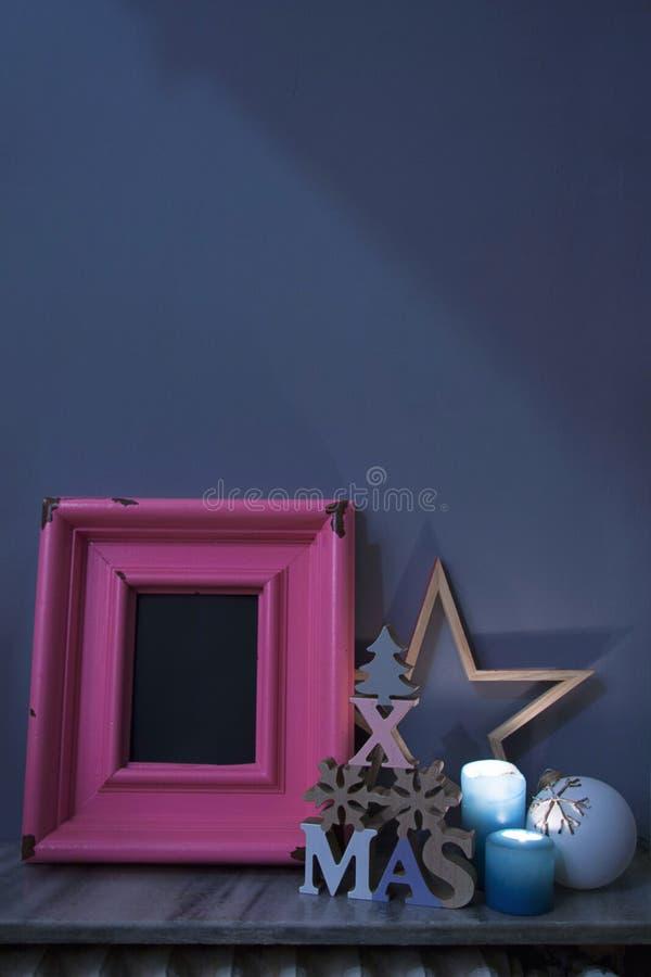 Χριστούγεννα bodegon με το ξύλο και το άχυρο στοκ εικόνα με δικαίωμα ελεύθερης χρήσης
