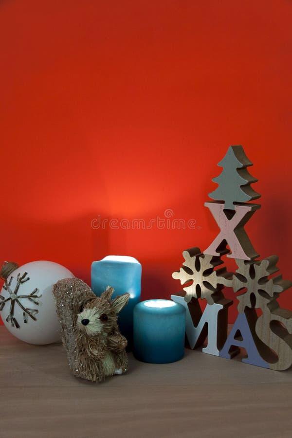 Χριστούγεννα bodegon με το ξύλο και το άχυρο στοκ εικόνα