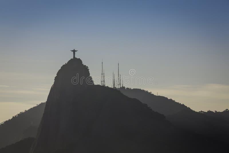 Χριστός ο απελευθερωτής στο ηλιοβασίλεμα στο Ρίο ντε Τζανέιρο στοκ φωτογραφία