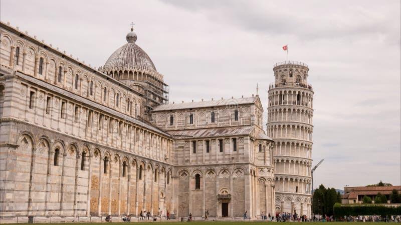 Χρονική άποψη ημέρας του duomo και του διάσημου κλίνοντας πύργου, Πίζα στοκ εικόνα