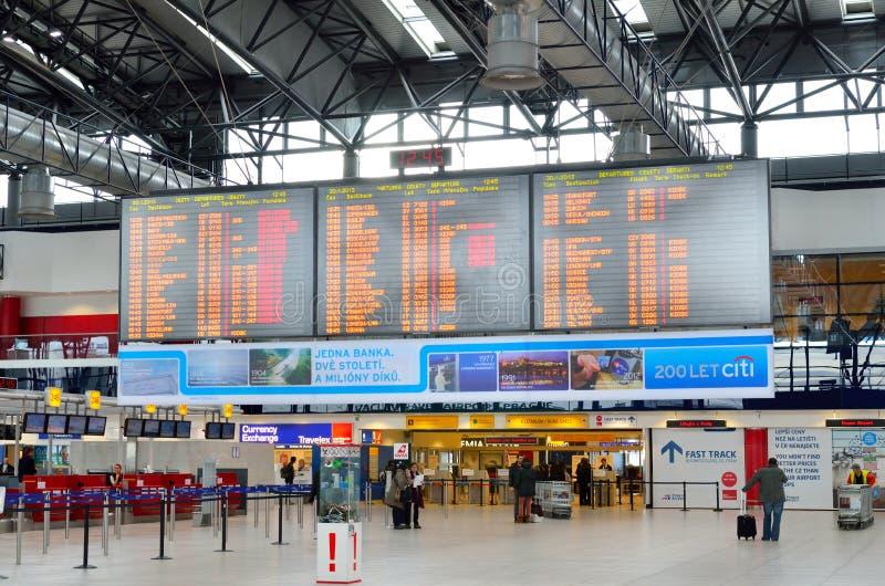 Χρονοδιάγραμμα στο διεθνή αερολιμένα της Πράγας στοκ εικόνες με δικαίωμα ελεύθερης χρήσης