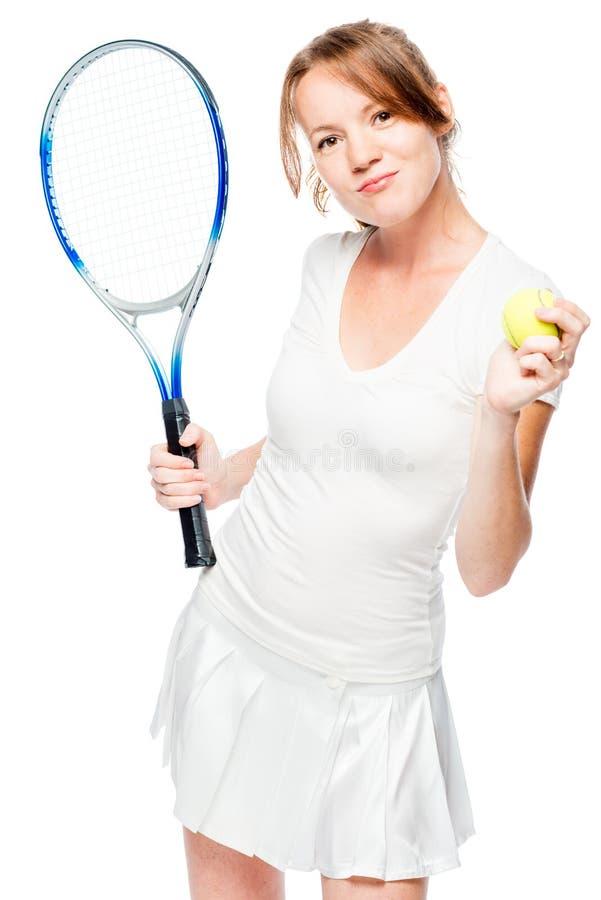 30χρονο κορίτσι με μια ρακέτα και μια σφαίρα αντισφαίρισης σε ένα λευκό στοκ φωτογραφίες