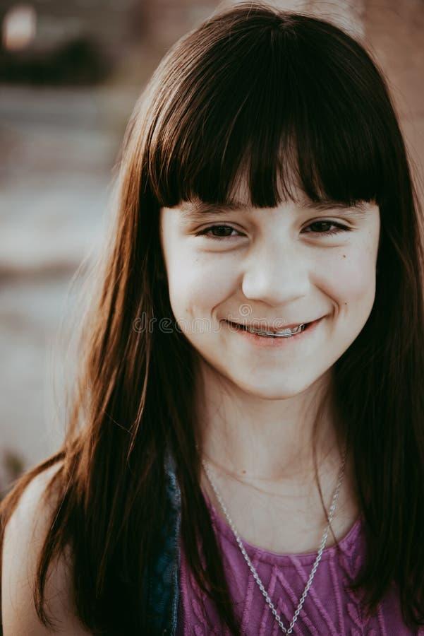 10χρονο χαμόγελο κοριτσιών στοκ φωτογραφία με δικαίωμα ελεύθερης χρήσης