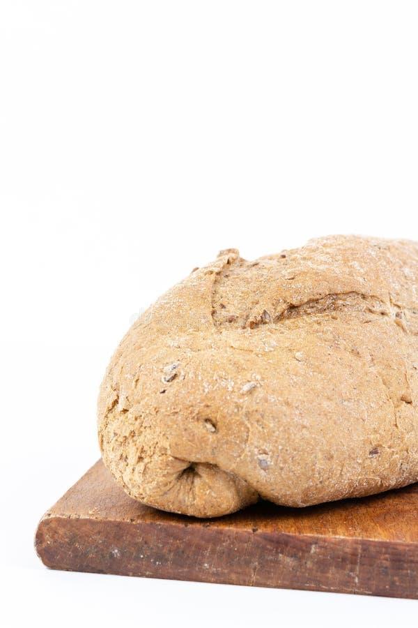 Χρονο ψωμί με τα δημητριακά στο άσπρο υπόβαθρο στοκ εικόνα με δικαίωμα ελεύθερης χρήσης