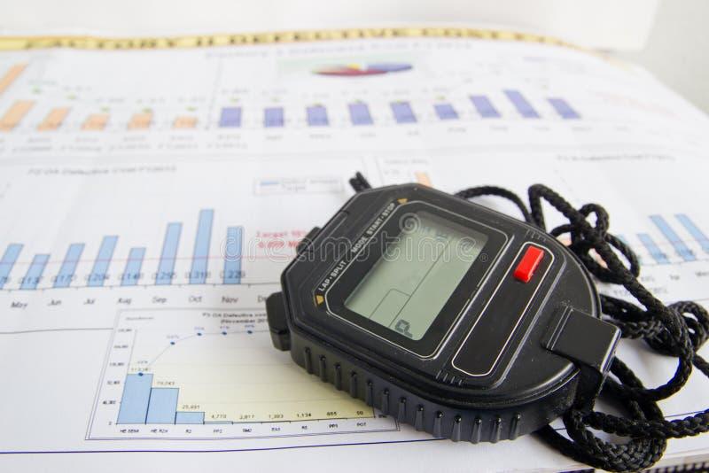 Χρονόμετρο με διακόπτη σε ένα αφηρημένο κλίμα στοκ εικόνες
