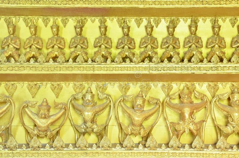 χρυσά αγάλματα garuda του Βούδα στοκ φωτογραφίες με δικαίωμα ελεύθερης χρήσης