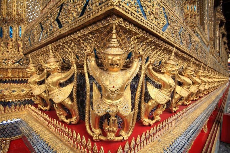 Χρυσά αγάλματα Garuda Wat Phra Kaew στοκ εικόνα με δικαίωμα ελεύθερης χρήσης