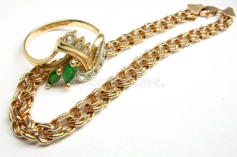 Χρυσά αλυσίδα και δαχτυλίδι στοκ φωτογραφία