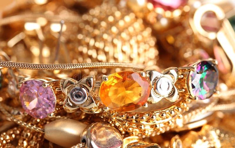 χρυσά κοσμήματα διάφορα στοκ εικόνες