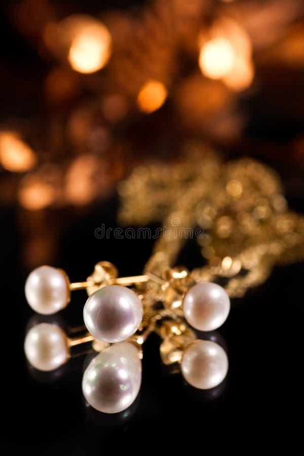 χρυσά μαργαριτάρια στοκ φωτογραφία με δικαίωμα ελεύθερης χρήσης