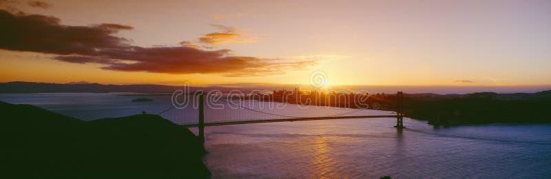 Χρυσά πύλη & Σαν Φρανσίσκο από τα ακρωτήρια του Marin, ηλιοβασίλεμα, Καλιφόρνια στοκ φωτογραφία