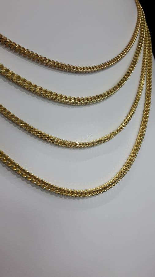 Χρυσές αλυσίδες στοκ φωτογραφία με δικαίωμα ελεύθερης χρήσης