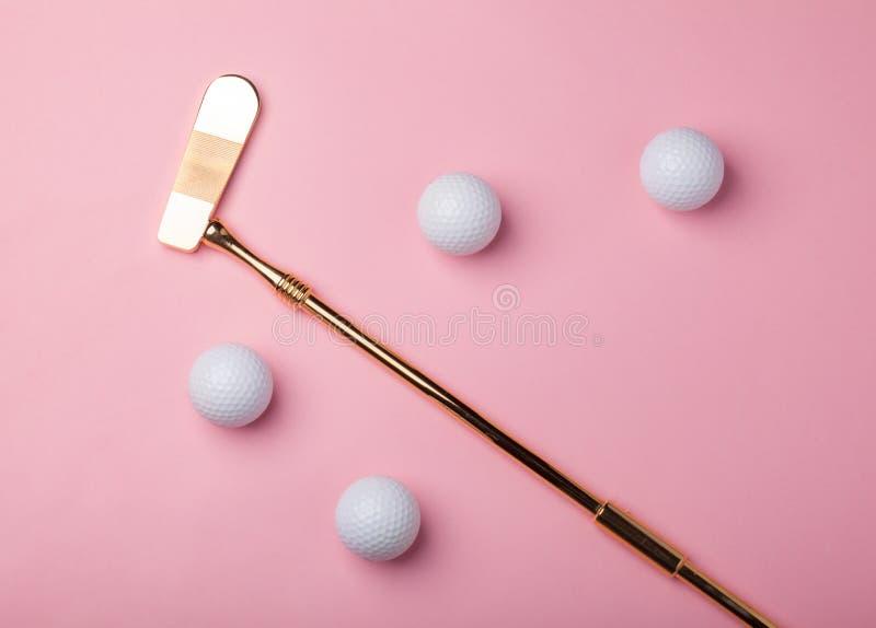 Χρυσές γκολφ κλαμπ και σφαίρες πολυτέλειας στοκ φωτογραφία με δικαίωμα ελεύθερης χρήσης