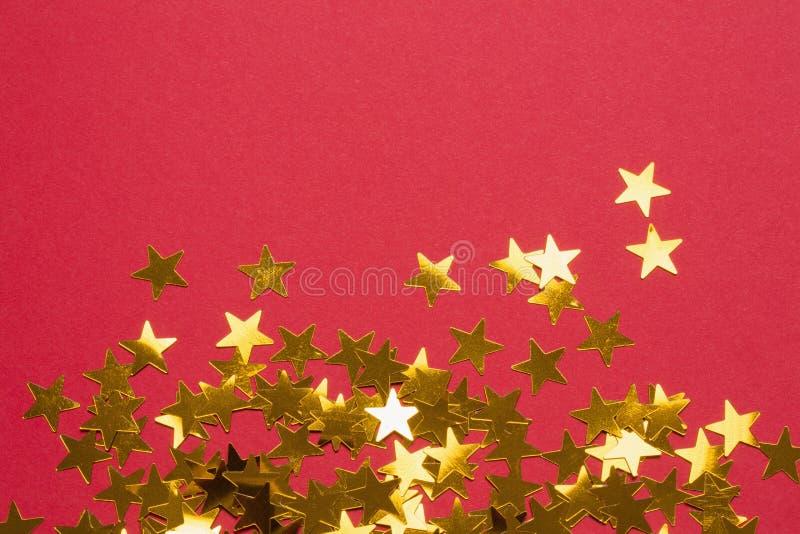 Χρυσές διακοσμήσεις αστεριών που διαδίδονται έξω στοκ φωτογραφίες με δικαίωμα ελεύθερης χρήσης