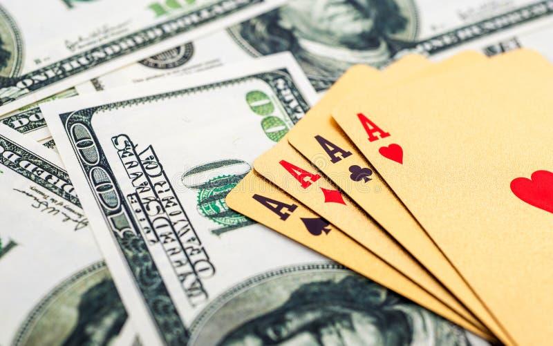 Χρυσές κάρτες πόκερ στοκ εικόνες με δικαίωμα ελεύθερης χρήσης