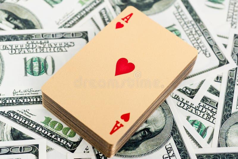 Χρυσές κάρτες πόκερ στοκ εικόνα