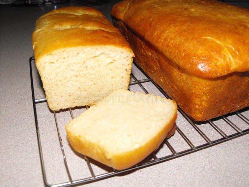 Χρυσές καφετιές φραντζόλες του ψωμιού μαγιάς στοκ φωτογραφία με δικαίωμα ελεύθερης χρήσης