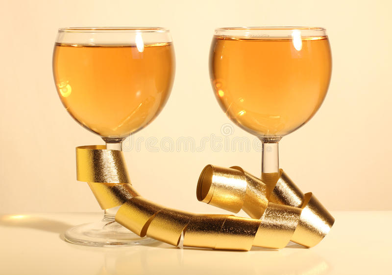 χρυσές κορδέλλες δύο γ&upsil στοκ εικόνες με δικαίωμα ελεύθερης χρήσης