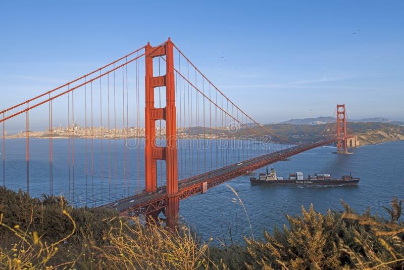 Χρυσή γέφυρα πυλών αμέσως πριν από το ηλιοβασίλεμα στοκ φωτογραφία με δικαίωμα ελεύθερης χρήσης