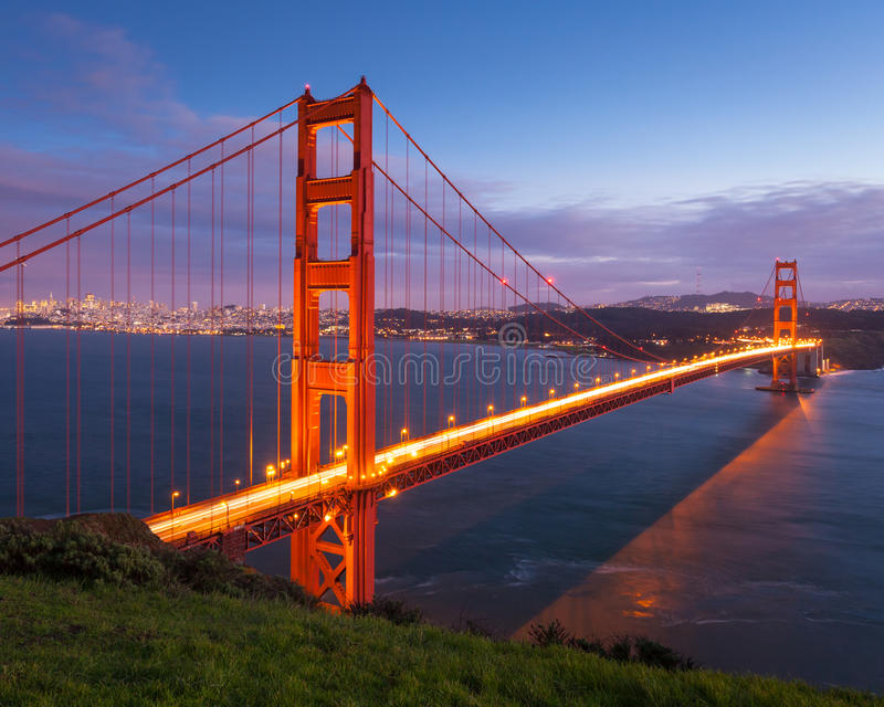 Χρυσή γέφυρα πυλών στο ηλιοβασίλεμα στοκ φωτογραφία με δικαίωμα ελεύθερης χρήσης