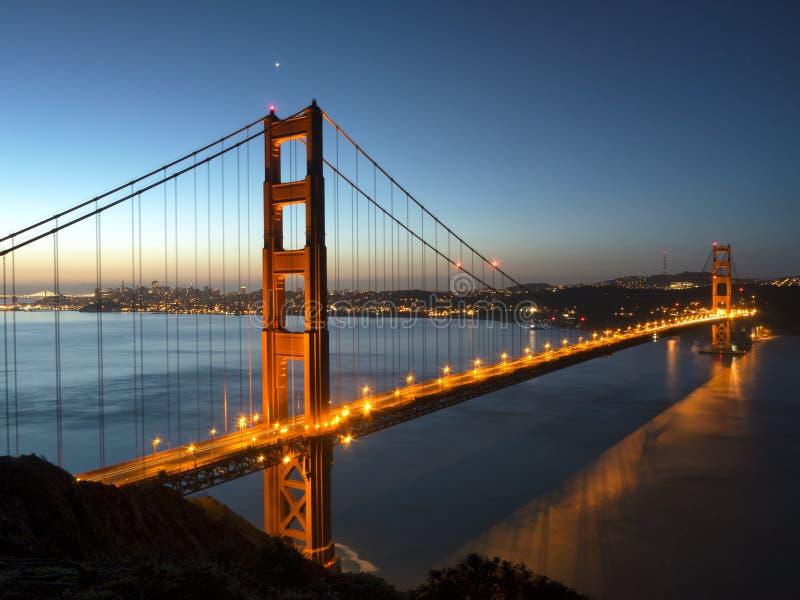 Χρυσή γέφυρα πυλών στην αυγή στοκ φωτογραφίες με δικαίωμα ελεύθερης χρήσης