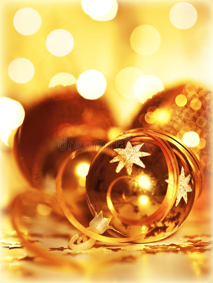 Χρυσή διακόσμηση χριστουγεννιάτικων δέντρων μπιχλιμπιδιών στοκ εικόνες