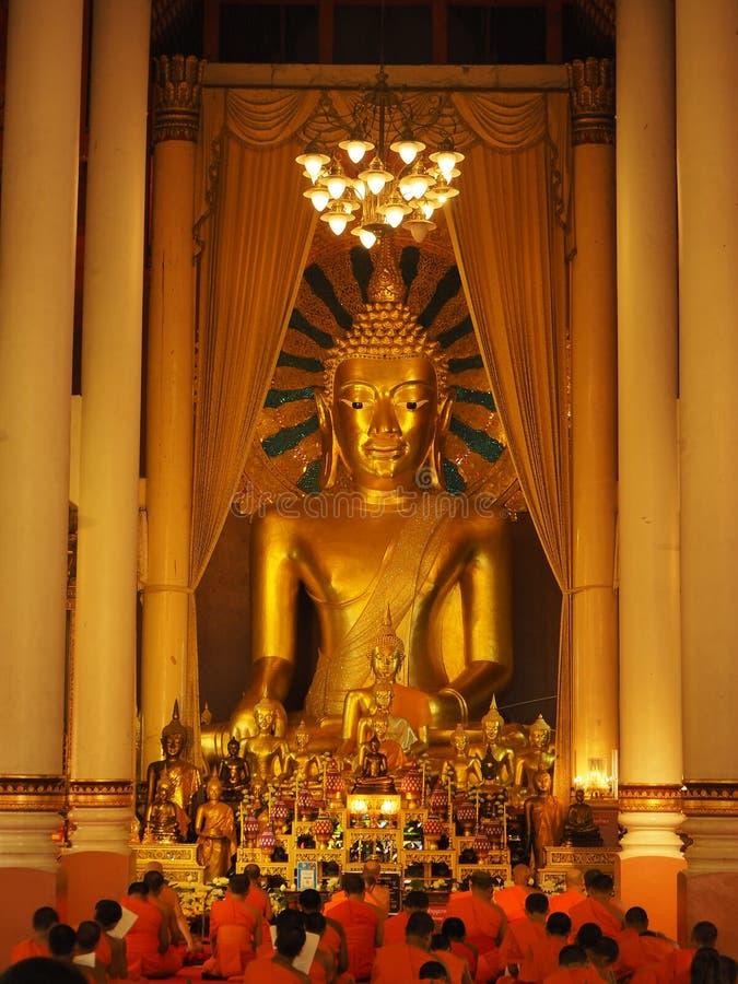 χρυσή εικόνα του Βούδα στοκ εικόνες