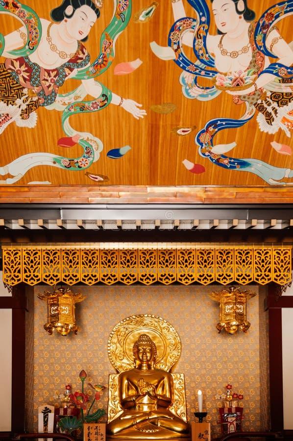 Χρυσή εικόνα του Βούδα Acient στην κύρια αίθουσα ναών Kawasaki Daishi στοκ φωτογραφία με δικαίωμα ελεύθερης χρήσης