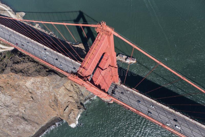 Χρυσή εναέρια κάτω άποψη γεφυρών πυλών στοκ εικόνες