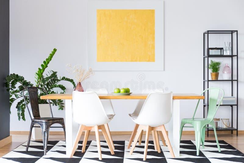 Χρυσή ζωγραφική στη τραπεζαρία στοκ εικόνα με δικαίωμα ελεύθερης χρήσης