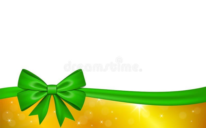 Χρυσή κάρτα δώρων με το πράσινο τόξο κορδελλών, που απομονώνεται στο άσπρο υπόβαθρο Σχέδιο αστεριών διακοσμήσεων για τις διακοπές ελεύθερη απεικόνιση δικαιώματος