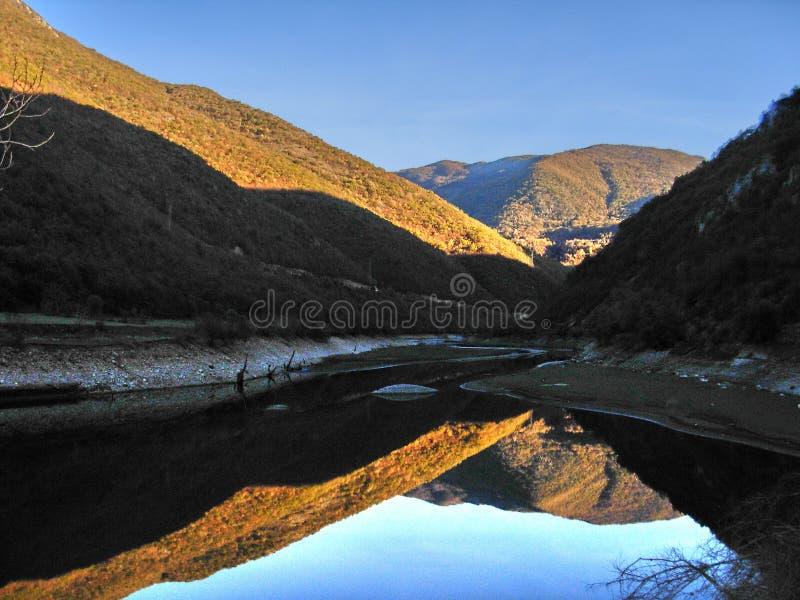 χρυσή λίμνη στοκ εικόνες με δικαίωμα ελεύθερης χρήσης