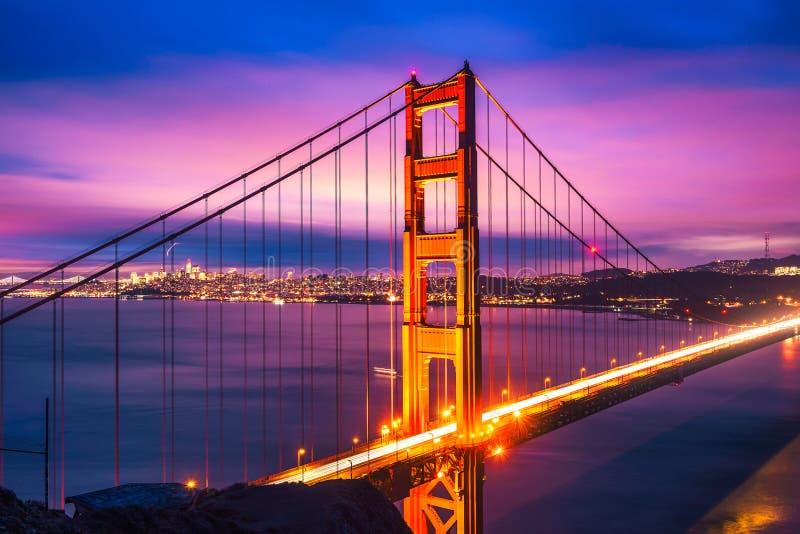 χρυσή νύχτα πυλών γεφυρών στοκ φωτογραφίες με δικαίωμα ελεύθερης χρήσης