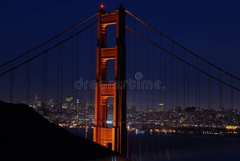 χρυσή νύχτα πυλών γεφυρών στοκ φωτογραφίες