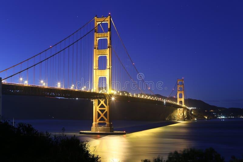 χρυσή νύχτα πυλών γεφυρών στοκ φωτογραφία με δικαίωμα ελεύθερης χρήσης