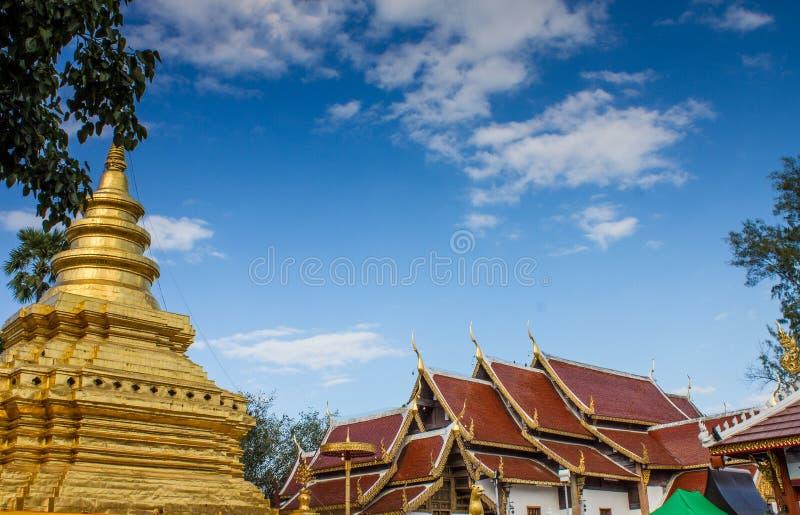 Χρυσή παγόδα στο βουδιστικό ναό σε ChiangMai, Ταϊλάνδη στοκ φωτογραφίες με δικαίωμα ελεύθερης χρήσης