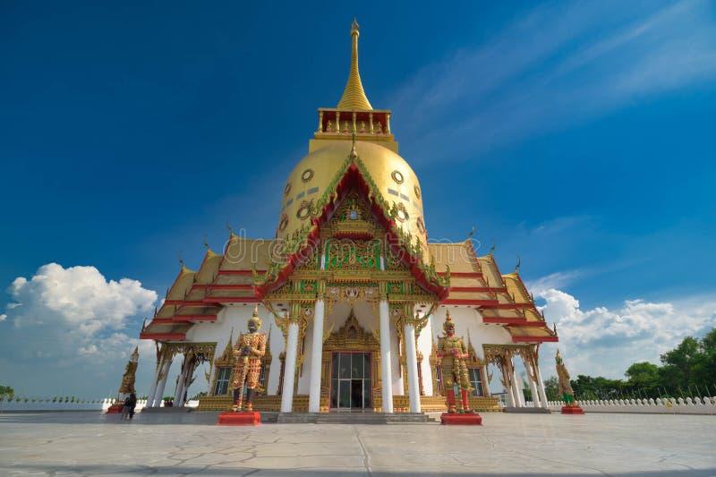 Χρυσή Παγόδα στο Wat Pong Agas, Chachoengsao, Ταϊλάνδη στοκ φωτογραφίες