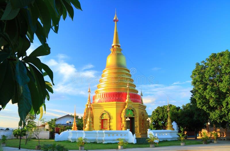 Χρυσή παγόδα στο ναό, Ταϊλάνδη στοκ φωτογραφίες με δικαίωμα ελεύθερης χρήσης