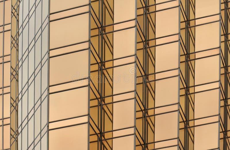 Χρυσή πρόσοψη οικοδόμησης γυαλιού στοκ εικόνες με δικαίωμα ελεύθερης χρήσης