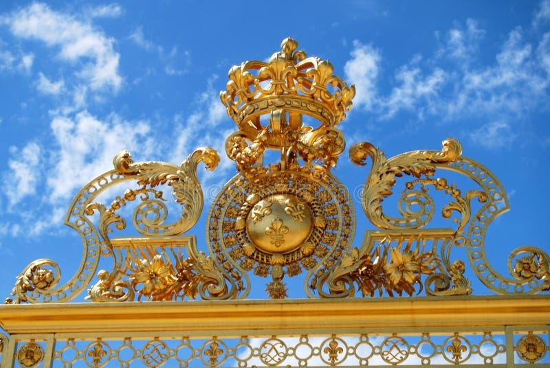 Χρυσή πύλη στο παλάτι στις Βερσαλλίες στοκ φωτογραφία