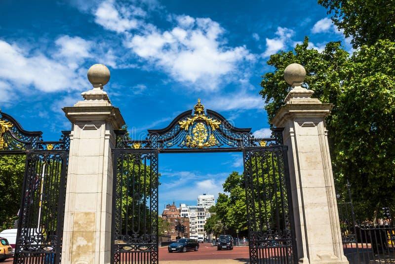 Χρυσή πύλη του πάρκου του ST James, Λονδίνο στοκ φωτογραφία