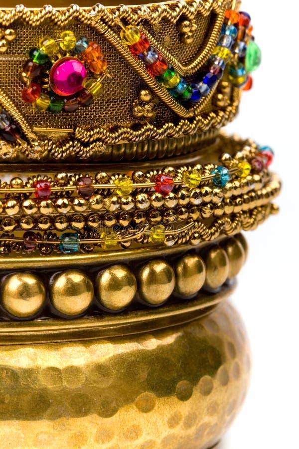 χρυσή στοίβα βραχιολιών στοκ φωτογραφία με δικαίωμα ελεύθερης χρήσης