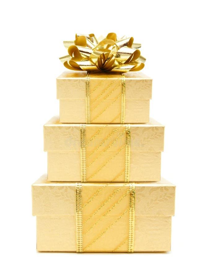 χρυσή στοίβα δώρων Χριστο&ups στοκ φωτογραφία με δικαίωμα ελεύθερης χρήσης