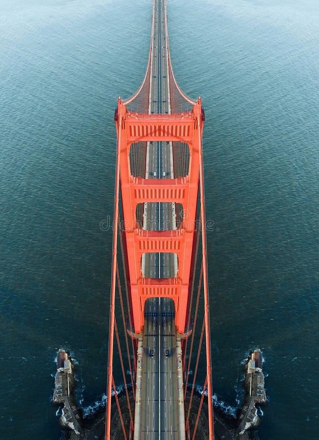 Χρυσή συμμετρία γεφυρών πυλών στοκ εικόνες
